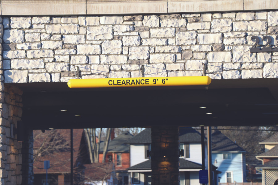 Clearance Bar with lettering at a hotel drop off area