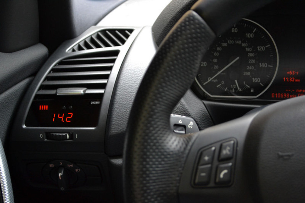 BMW E82 - P3 Boost gauge
