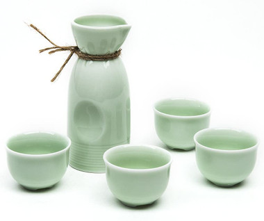 5 PIECE SAKE SET (GREEN) WITH BAMBOO CUP CLIP