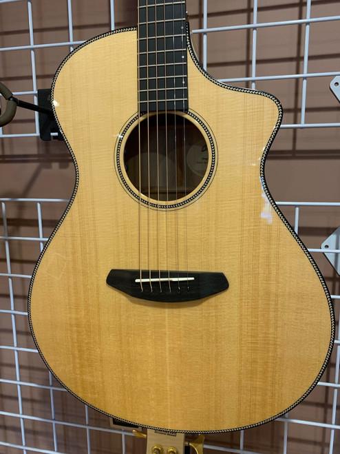 Breedlove Oregon Concert CE Sitka Spruce Myrtlewood Acoustic Electric Guitar with Case