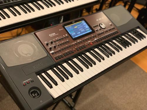 Korg PA700 61 key arranger workstation with built in speakers B-stock