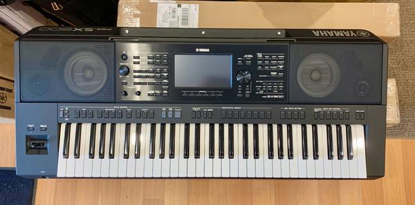 Yamaha PSR-SX900 61 note keyboard arranger used