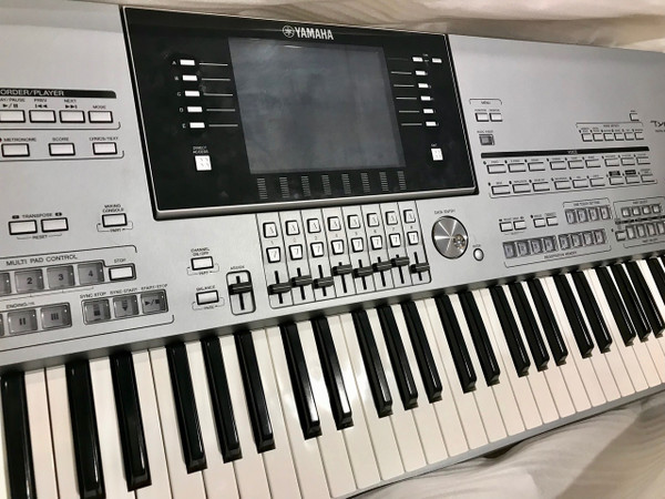 Yamaha Tyros 5 76 key arranger workstation