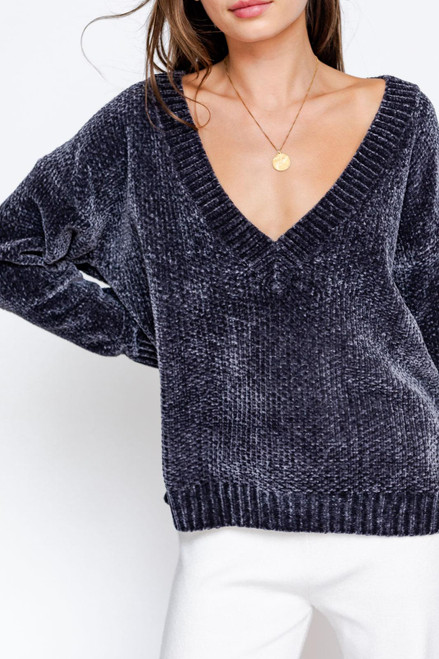 CHARCOAL DEEP V-NECK LONG SLEEVE SWEATER