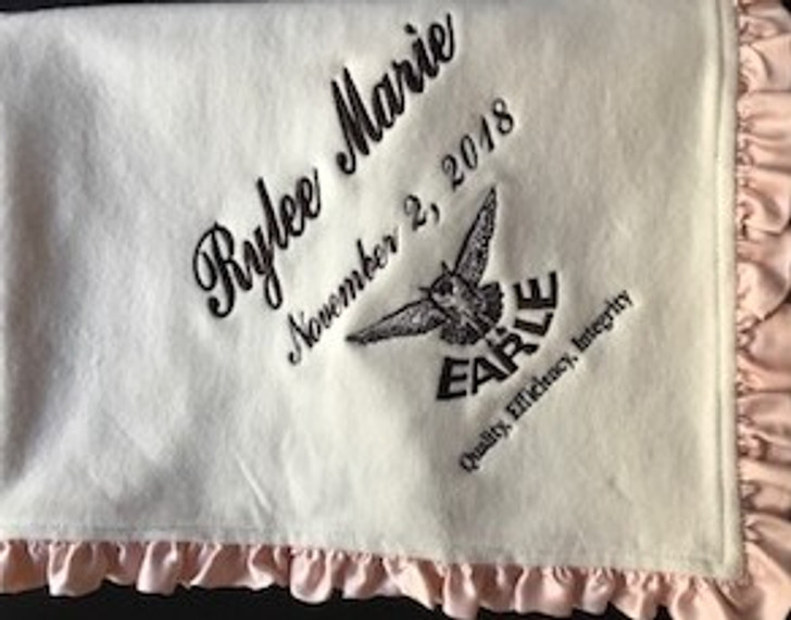 Earle Ruffled logo blanket in organic