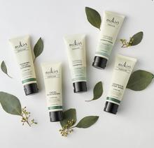 Sukin Sukin Signature Travel Pack 5 x 50 ml | Foaming Facial Cleanser 50ml | Travel Moisturiser 50ml | Natural Balance Shampoo and Conditioner 50ml | Signature Botanical Body Wash 50ml