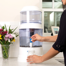 Santevia Mineralizing Gravity Water System With Fluoride Filter 15L - Product in Action | 708574001019