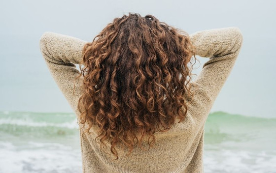 How To Do The Curly Girl Method: A Step-By-Step Guide