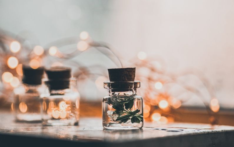 Aromatherapy Gift Guide for the Holidays
