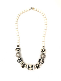 Classic Bead Necklace - White/Black