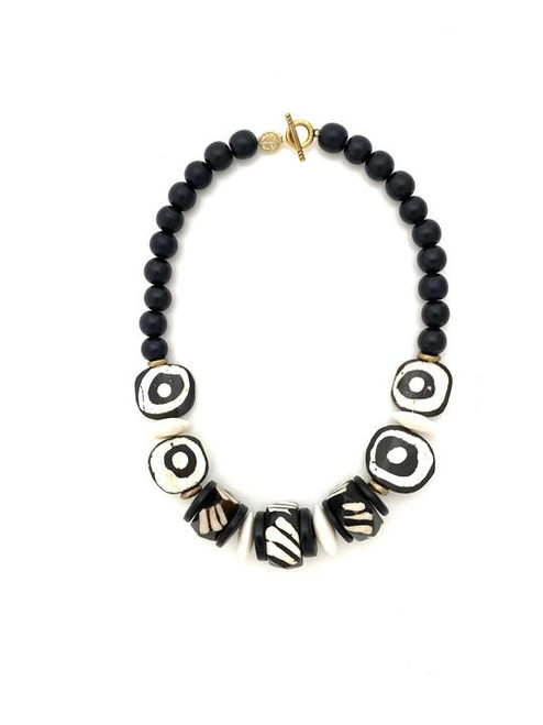 Short Classic Necklace - Black