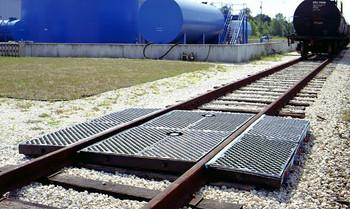 "Ultra-Track Pan, Crude Oil Model, 3/4"" Bulkhead Fitting"