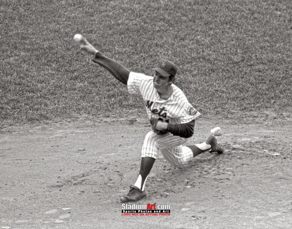 New York Mets Tom Seaver NY Baseball Pitcher Photo Art Print 8x10 or 11x14 or 40x30 StadiumArt.com Sports Photos