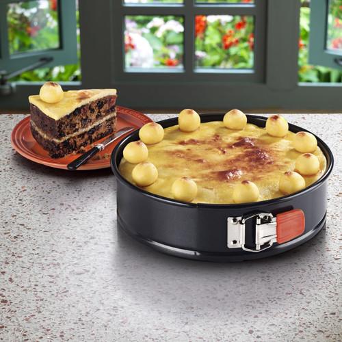 Le Creuset Toughened Non-stick 20cm Springform Round Cake Tin