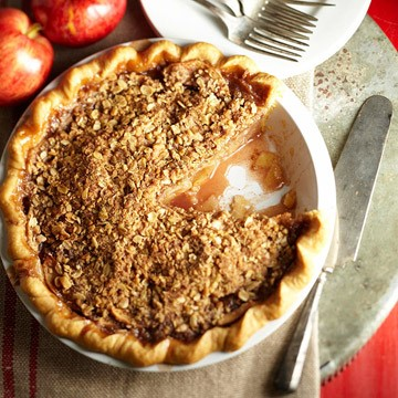 Recipe of the Month: Crumb-topped Apple Trio Pie
