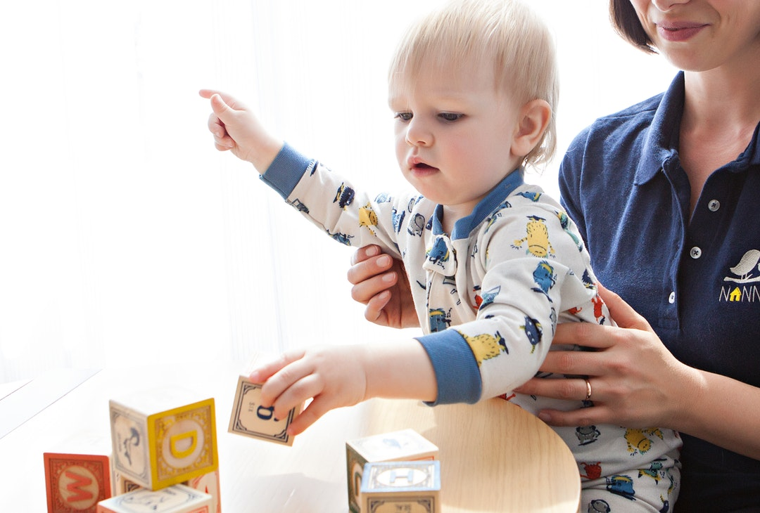 How to Tell If You Have a Bad Babysitter: 7 Things to Look Out For