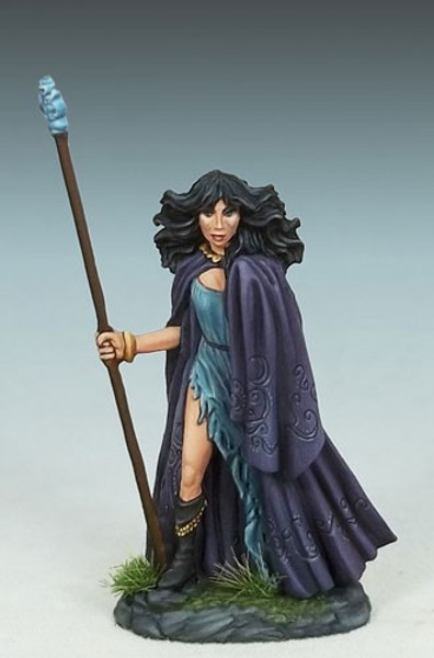 DSM 1189 - Female Mage with Staff #2