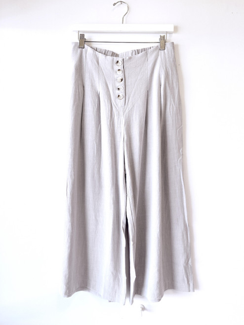Gray linen culotte pant with button up front