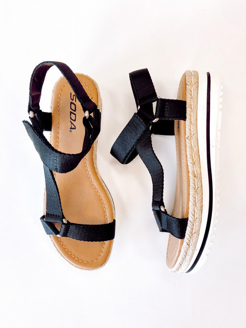 Women's black sporty flatform sandal