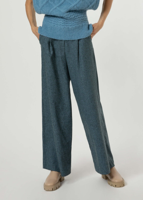 Black and blue wide leg pant with front pleats