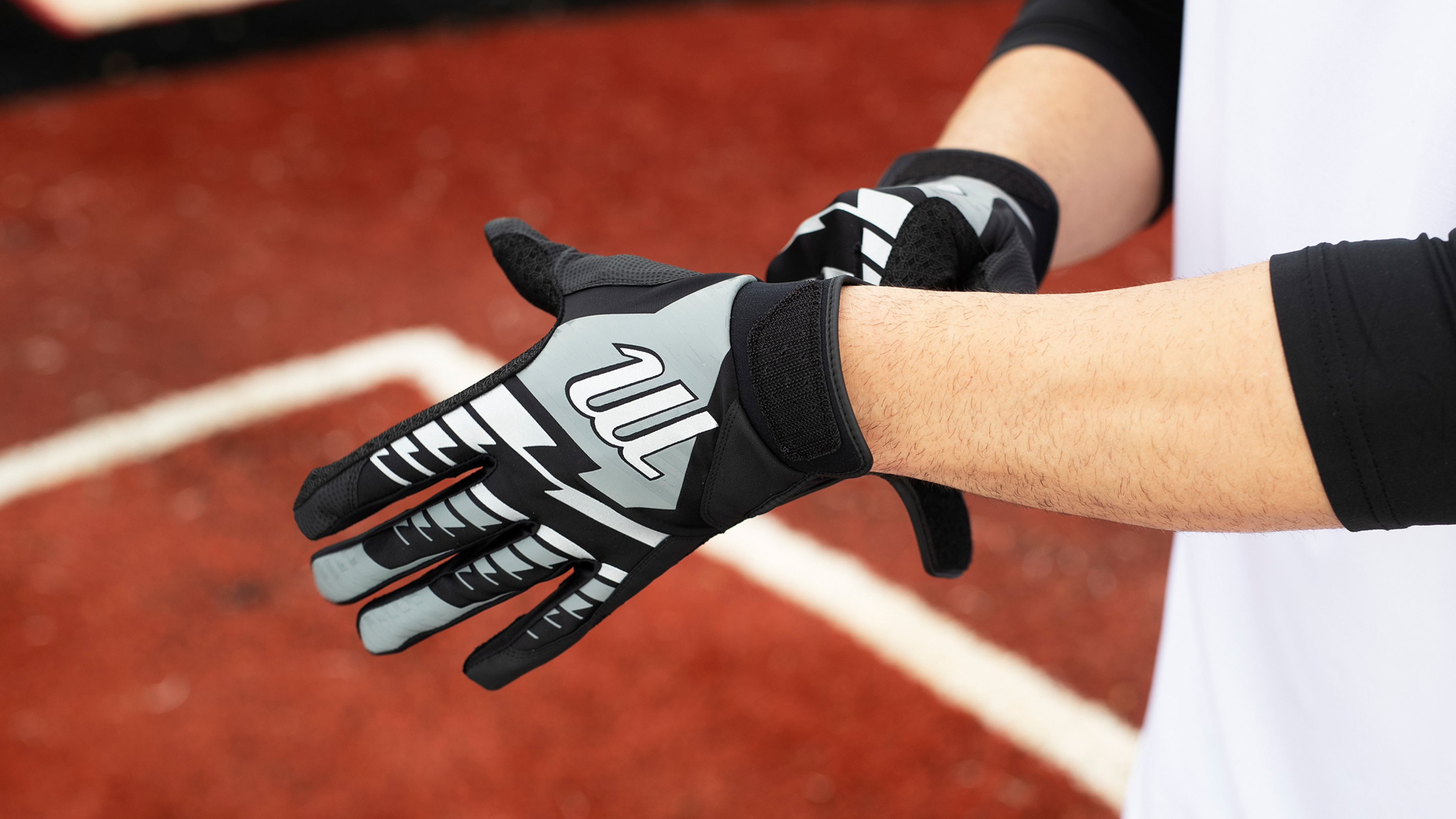 Which Batting Glove Fits Your Playstyle?