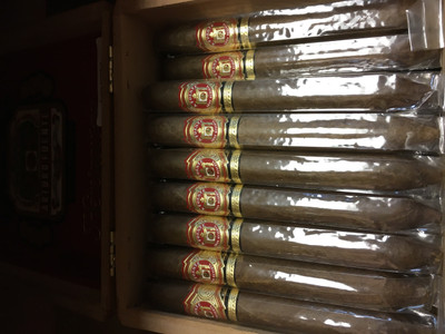 """Single stick  The Arturo Fuente Hemingway Signature Perfecto employs the distinctive """"Hemingway Blend"""" created by Carlos Fuente in one of the most difficult cigar shapes: the perfecto (6 x 47). The Fuente Hemingway's combination of patiently aged Dominican filler and binder encased in a select African Cameroon wrapper produces thick clouds of white smoke with a rich, pleasing aroma. Arturo Fuente has created this mild-to-medium bodied cigar of impeccable construction and perfect burn in dedication to """"The Old Man and the Sea"""" himself, Ernest Hemingway. This line is a limited release, so they don't stay in our humidors for very long at a time. If you're serious about your smokes, you definitely need to give these a try while you can."""
