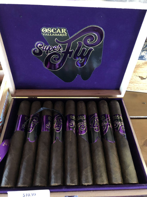 Strength: Strong  Wrapper: México San Andres Maduro  Binder: Honduras  Filler: Honduras, Nicargua, Dominican Republic  Sizes: Corona (5.25 x 45), Toro (6 x 54), Gordo (6.5 x 60)  Full Bodied Cigar It is the first time that Oscar Valladares uses dominican tobacco in a blend. It is the first full bodied cigar that he makes.