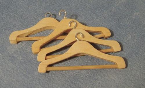 Pack of 4 Coat Hangers D011