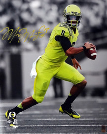 Marcus Mariota Autographed 16x20 Photo Oregon Ducks MM Holo Stock #98160