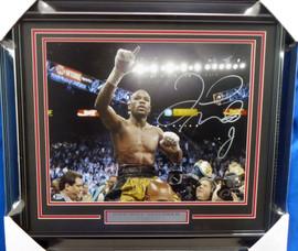 Floyd Mayweather Jr. Autographed Framed 16x20 Photo Beckett BAS Stock #162399