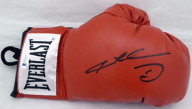 Sugar Ray Leonard Autographed Red Everlast Boxing Glove RH Beckett BAS Stock #177558