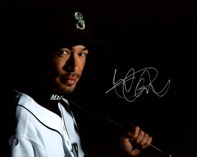 Ichiro Suzuki Autographed 8x10 Photo Seattle Mariners IS Holo Stock #190512