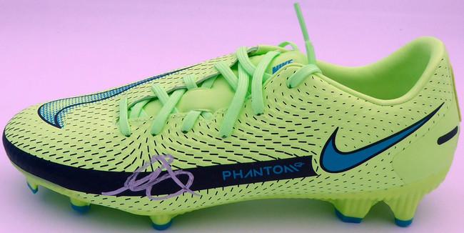 Mason Mount Autographed Green Nike Phantom Cleat Shoe Chelsea F.C. Size 8.5 Beckett BAS #K06314