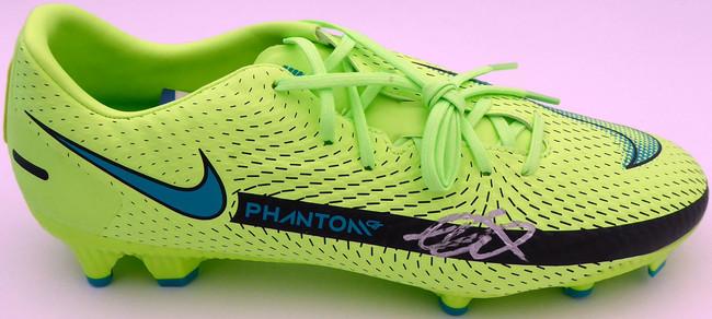 Mason Mount Autographed Green Nike Phantom Cleat Shoe Chelsea F.C. Size 10.5 Beckett BAS #K06432
