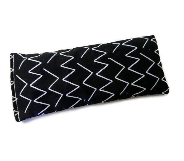 Zig zag print. Organic cotton canvas eye pillow