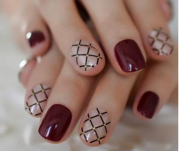 24PCS Short Wine Clear Black Pattern Press on Nails