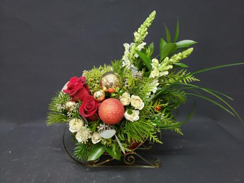 Golden sleigh arrangement