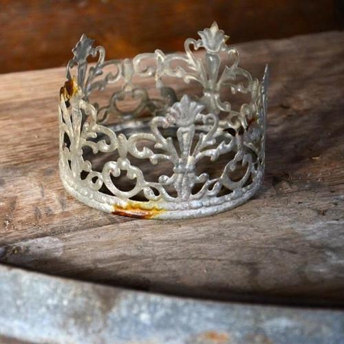 Pierced Tin Crown Zinc