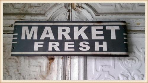 Market Fresh Curved Sign