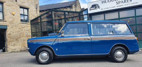 1975 Classic Mini 1000 Early Clubman Estate in teal blue