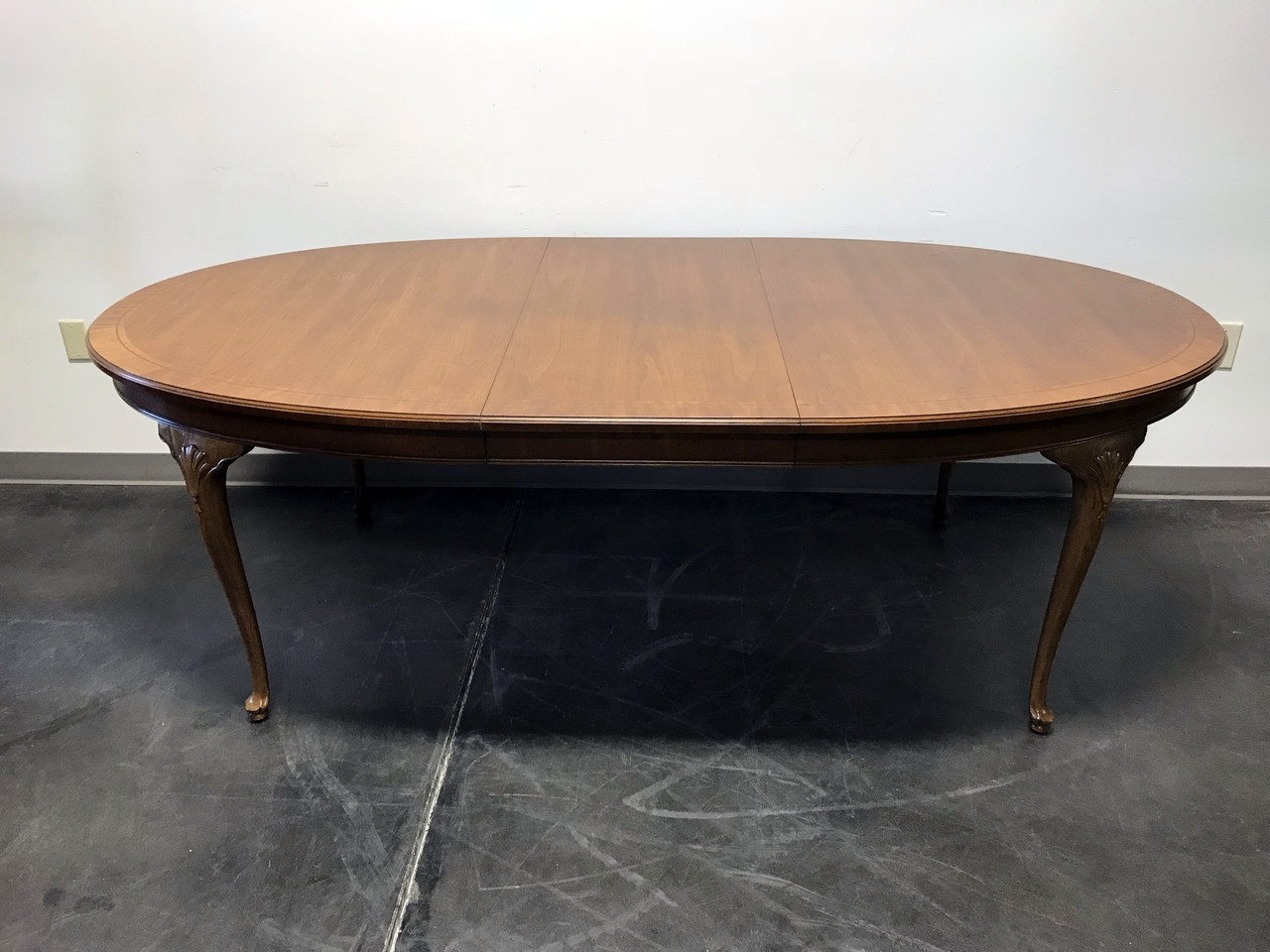 SOLD OUT HENREDON 18th Century Collection Banded Oval Walnut Queen Anne Dining Table