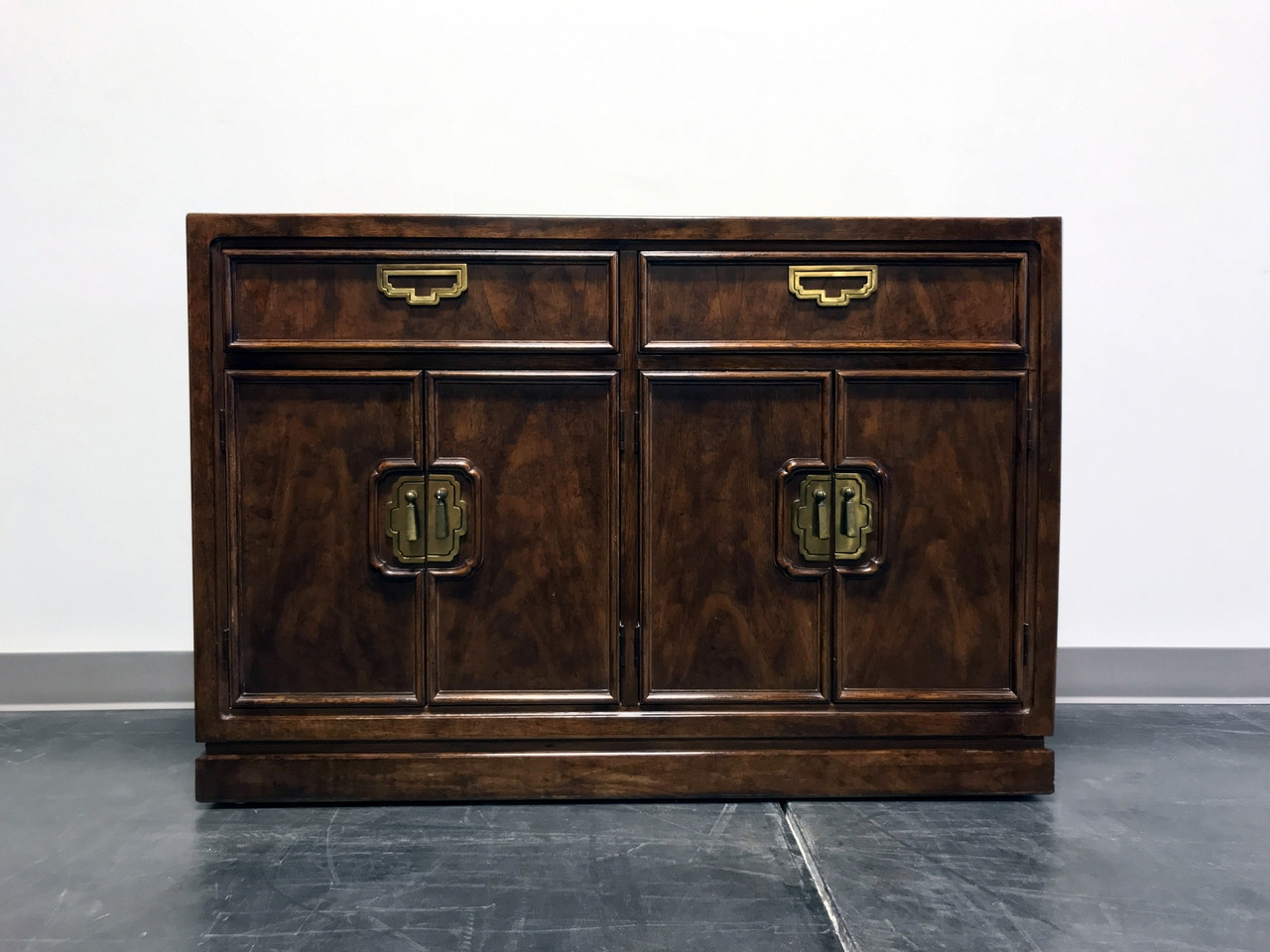 SOLD OUT   THOMASVILLE Mystique Asian Chinoiserie Buffet Sideboard /  Credenza