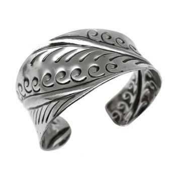 Kashi Plumes Embossed Bracelet