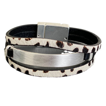 Cowhide leather bracelet with magnetic closure.