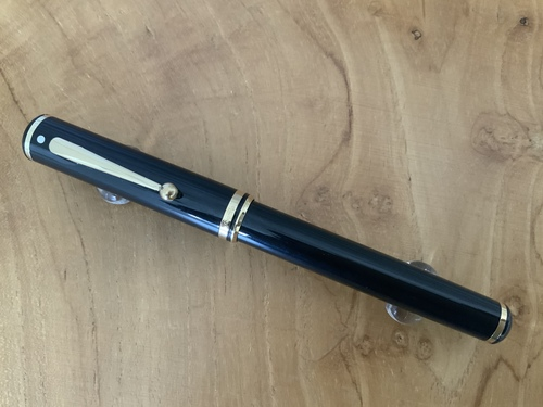 Connaisseur 810 Black Resin Fountain Pen