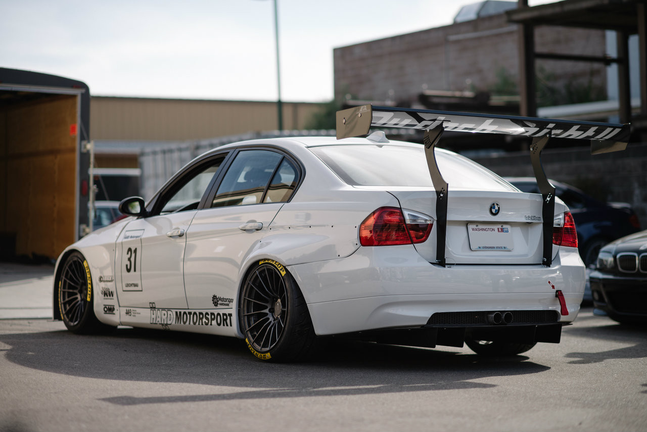 Project Leichtbau E90 with rear wing / spoiler uprights fully installed