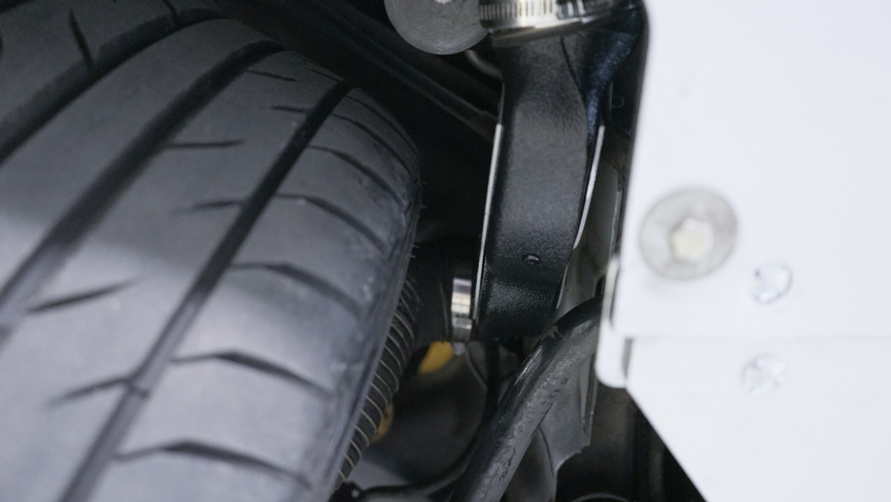 Chamber ducts with wheel at full lock