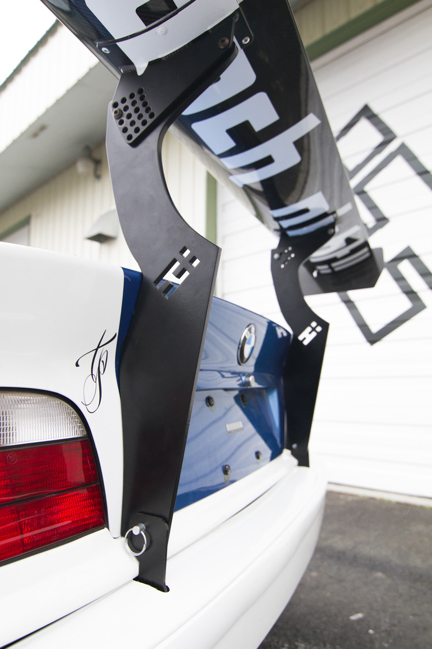 BMW E36 Coupe Uprights on the HARD Motorsport race car