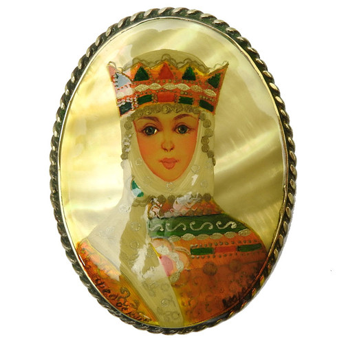 Princess with Crown (Принцесса с короной) lacquer brooch