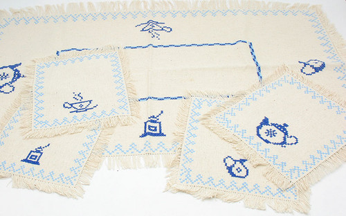 Linen Tablecloth with Four Napkins